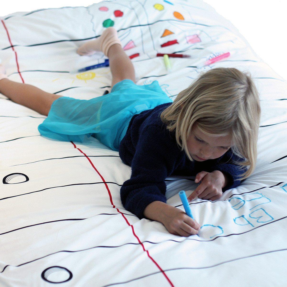 Piirrettävä peitto ja värikynät