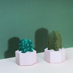 Kaktus-sukat piikkimotiivilla