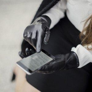 Naisten älypuhelinhansikkaat nimikirjaimilla