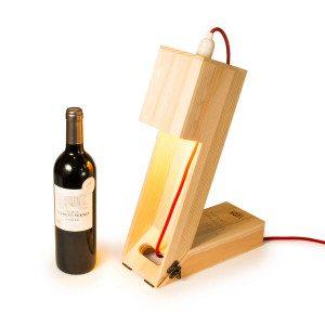 RACKPACK viinilaatikko-pöytälamppu kaiverruksella