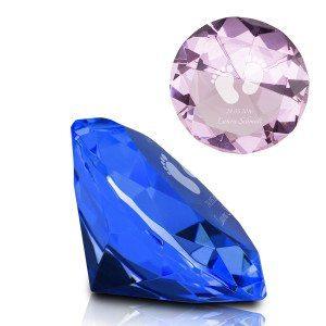 Syntymä-timanttikristalli kaiverruksella